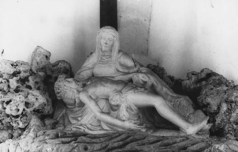 Groupe sculpté : Vierge de Pitié, pierre