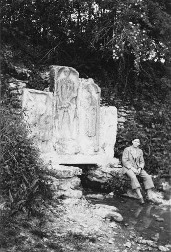Quatre stèles, pierre, époque gallo-romaine