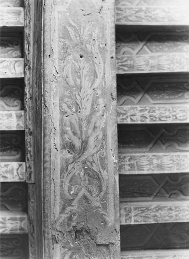 Plafond (poutres), peint, bois provenant d'une maison de la place Monge