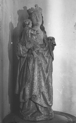 Statue : Vierge à l'Enfant, provenant de la chapelle du cimetière, pierre