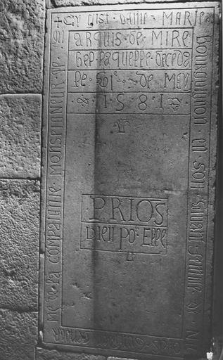 Dalle funéraire de Marie Bourguignon, morte en 1581, pierre