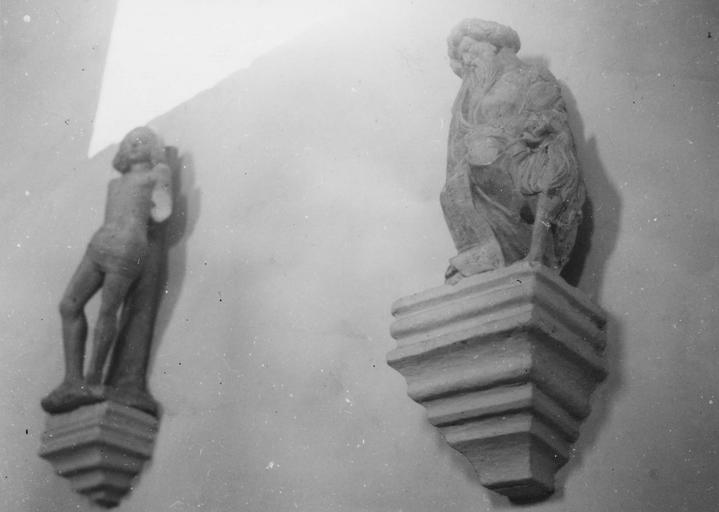 Statue : saint Sébastien, pierre et autre saint ?