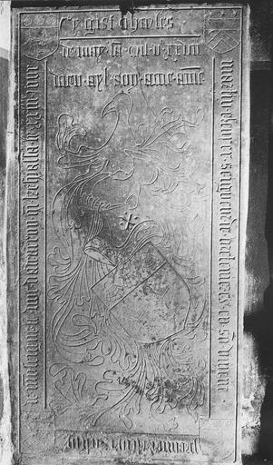 Dalle funéraire de Charles Martin, seigneur de Bretenières mort en 1527, pierre