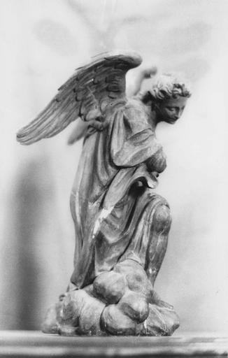 Statue : ange adorateur, statuette en bois doré
