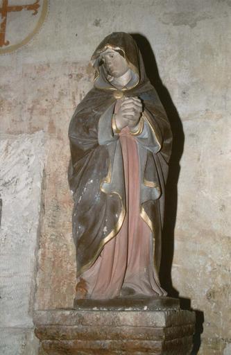 Statue : Vierge de douleur, provenant d'un Calvaire, pierre polychrome