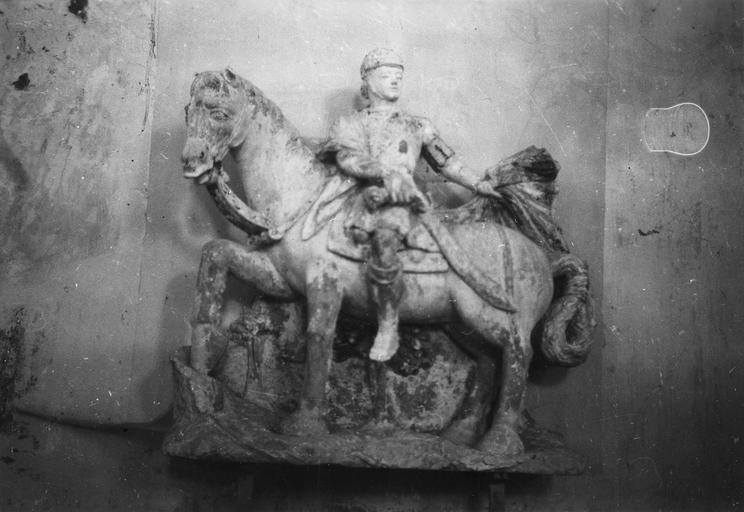 Groupe sculpté : Charité de saint Martin, pierre polychrome