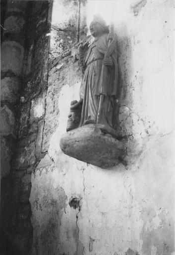 Groupe sculpté : saint Nicolas, pierre polychrome