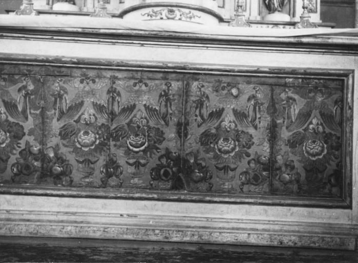 Parement d'autel, cuir peint et doré, bois sculpté et doré