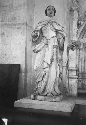 Statue : sainte Catherine d'Alexandrie, bois polychrome
