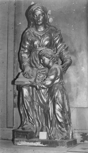 Groupe sculpté : Education de la Vierge, bois doré