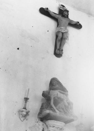 statue : Vierge de Pitié, pierre polychrome
