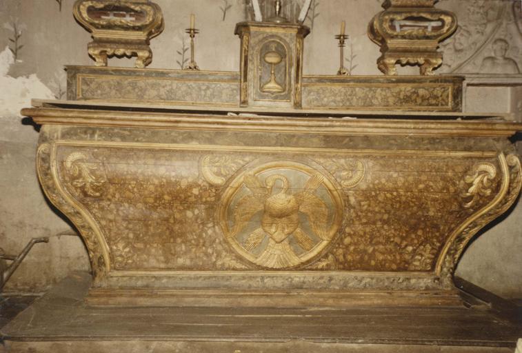 Autel et deux reliquaires, bois peint et doré, vers 1700