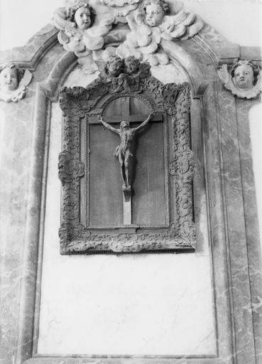 Croix encadrée ou crucifix et son cadre, bois, fin 17e siècle