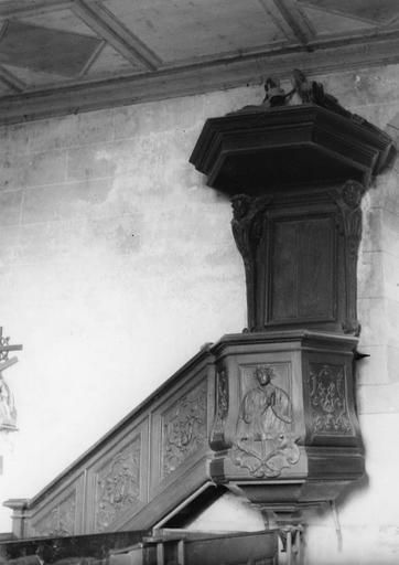 Chaire à prêcher, bois sculpté