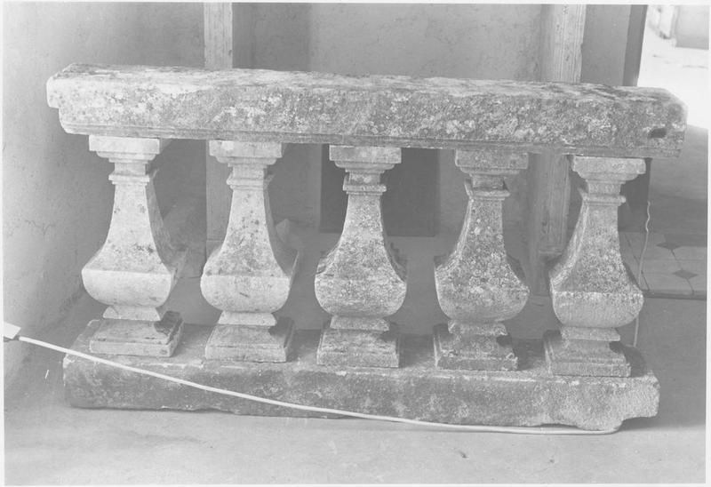 Fragment lapidaire (balustrade), vue générale