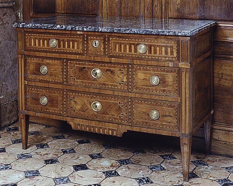 Commode, style Louis XVI (numéro d'inventaire : 87 GHC 432)