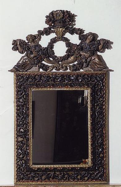 Miroir d'applique (numéro d'inventaire : 87 GHC 12)