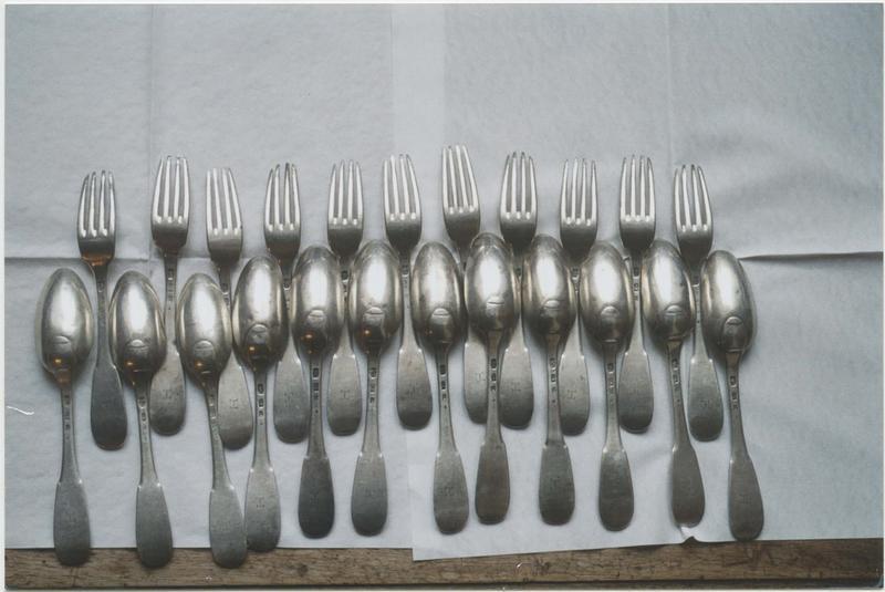 Ensemble de 12 cuillers et 11 fourchettes