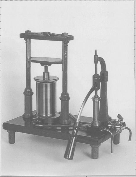 Instrument de démonstration en mécanique des fluides : presse hydraulique