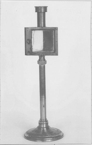 Instrument de démonstration en optique : prisme à liquide