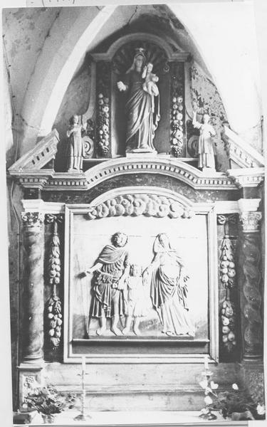 retable latéral sud avec statue et bas-reliefs : Jésus enfant entre la Vierge et saint Joseph, vue générale