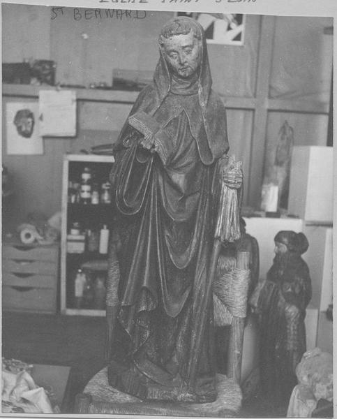 Statue : saint Bernard, vue générale