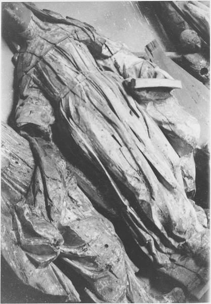 Statue : sainte Claire, vue générale