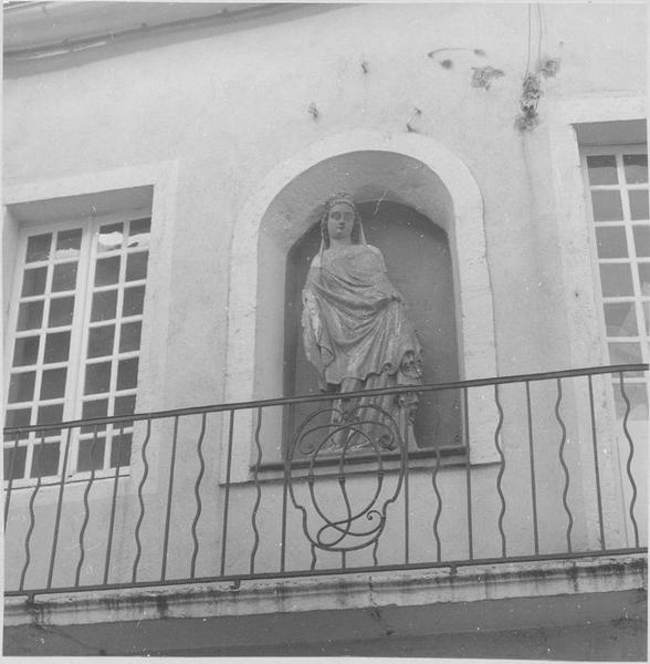statue: Vierge, vue générale