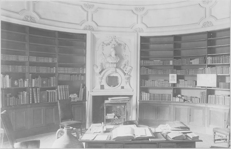 Bibliothèque, vue partielle