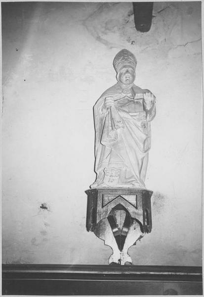 Statue : saint évêque au livre, vue générale