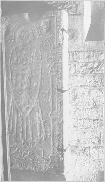 Dalle funéraire de Guillaume de Til-Châtel, vue générale