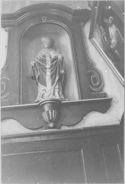Statue : un saint évêque, vue générale