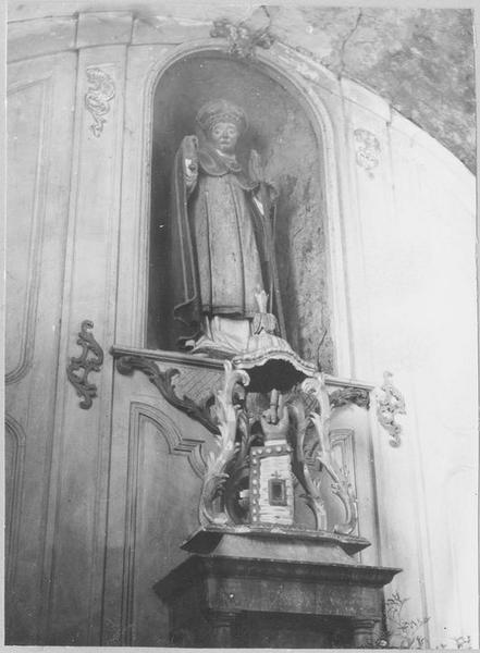 Statue : un saint évêque, bras reliquaire, vue générale