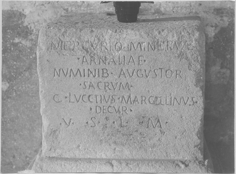 Stèle funéraire (cippe), vue générale