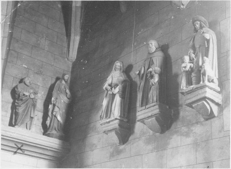 Statues : saint Pierre, sacré coeur, saint Joseph et l'enfant, saint Roch, éducation de la Vierge, vue générale
