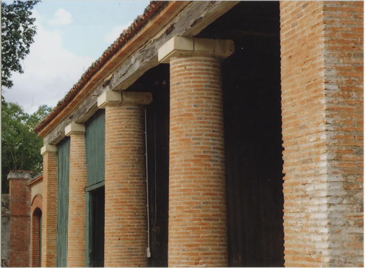 Détail de la façade: colonnade