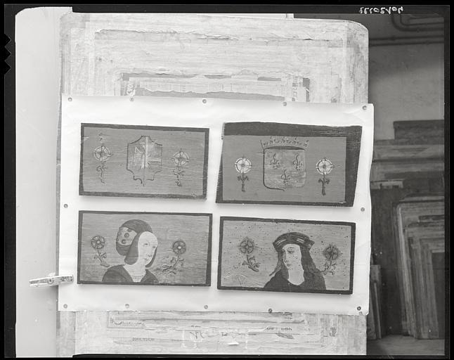 Ancien plafond, tableau (4) : bois, peint, armoiries, portrait d'homme, portrait de femme ; en cours de restauration (vue générale)