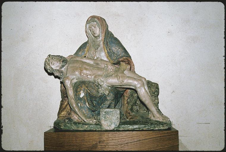 Statue : Vierge de Piété, bois polychrome