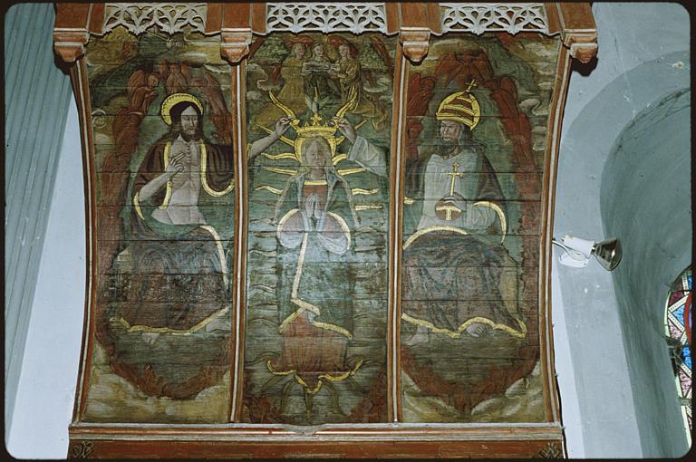 Autel nord ; dais d'autel : 'Le couronnement de la Vierge', trois registres verticaux, le Christ, Dieu le Père, la Vierge, anges
