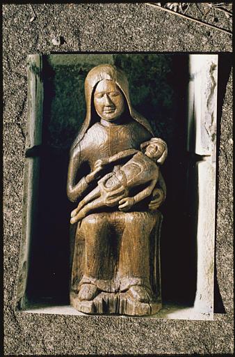 Groupe sculpté : 'Vierge de Pitié' (face)