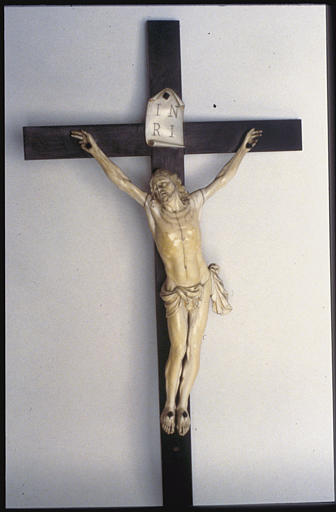 Croix : Christ en croix, ivoire sculpté et bois