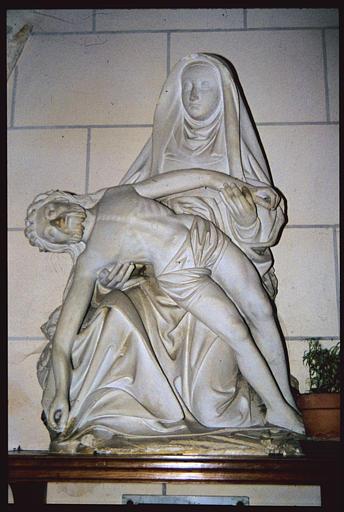 Groupe sculpté : 'Vierge de Pitié', pierre sculptée