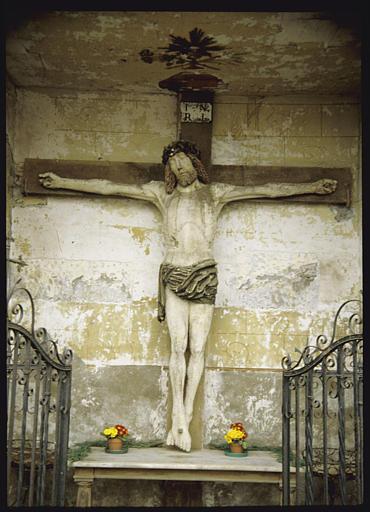 Statue : 'Christ en croix', bois polychrome (face)