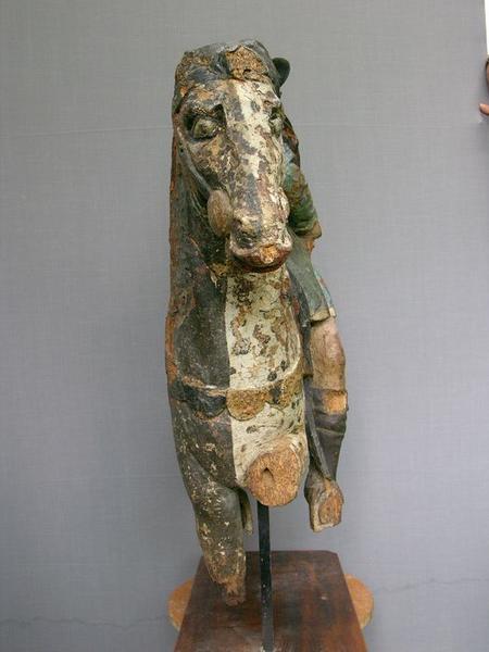 Groupe sculpté : charité de saint Martin (la), vue générale du profil avant