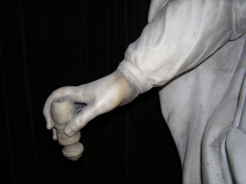 Statue : Vierge à l 'enfant, détail