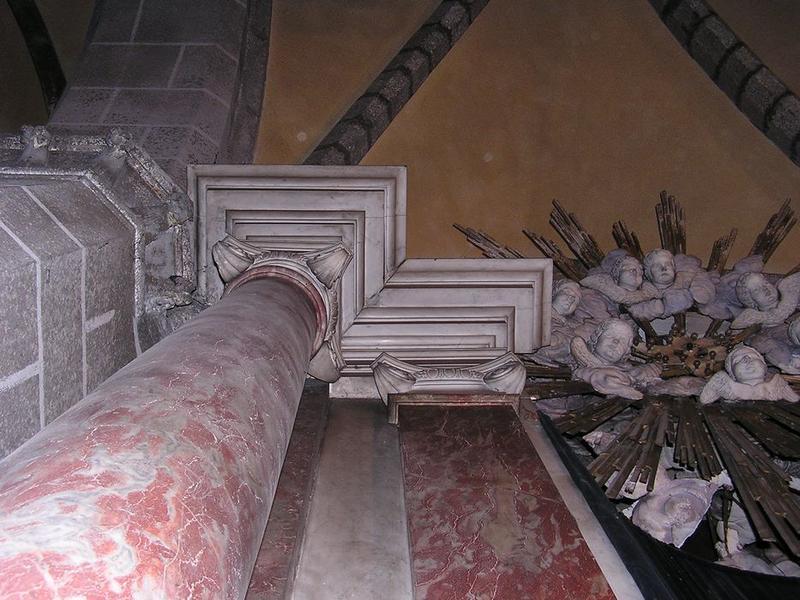 Autel, gradins, tabernacle et retable de la Vierge, détail