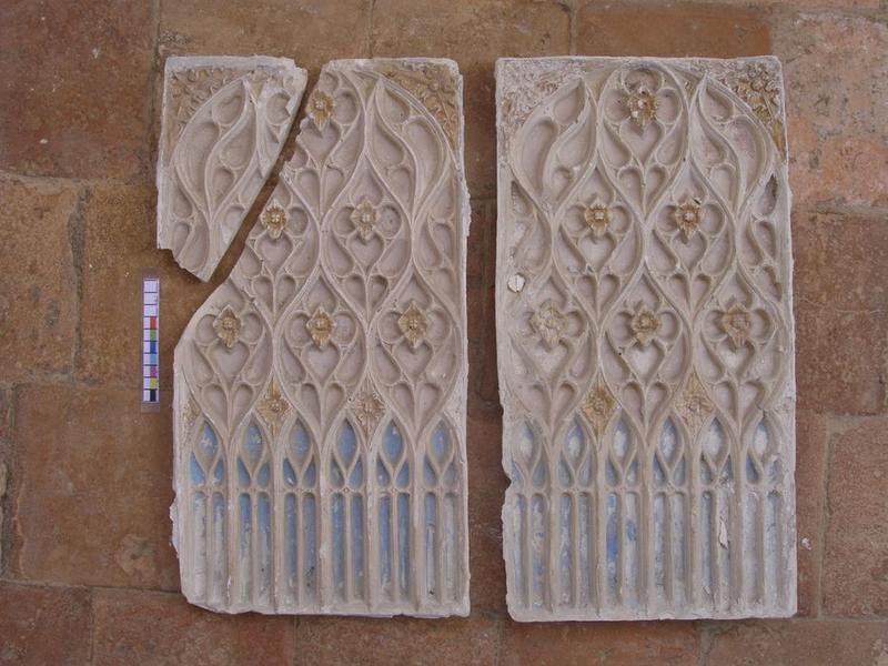 Autel secondaire sud, détail de deux bas-reliefs décoratifs