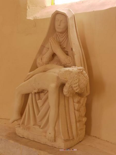 Statue: Vierge de Pitié, vue générale
