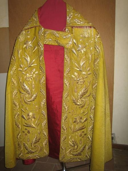 Chape (ornement jaune), vue générale