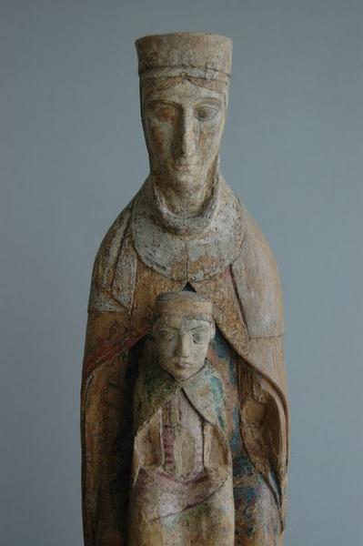 Statue : Vierge à l'enfant, vue partielle